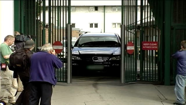 michael barrymore not charged; england: essex: harlow: ext large black mercedes 4 by 4 car through gates - michael barrymore stock-videos und b-roll-filmmaterial
