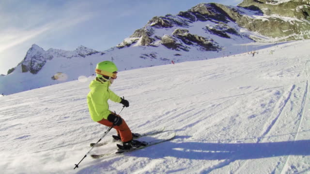 stubai glacier ski area, boy skiing on piste - skibrille stock-videos und b-roll-filmmaterial
