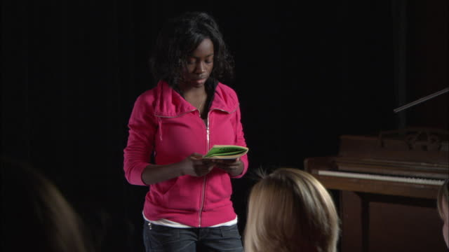 stockvideo's en b-roll-footage met ms student audition, brooklyn, new york city, usa - acteur