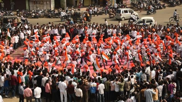 vídeos y material grabado en eventos de stock de student celebrating the india republic day - accesorio de cabeza