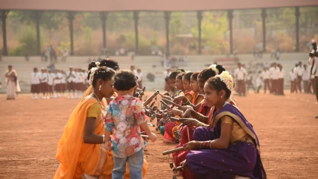 student celebrating the india republic day - maharashtra stock-videos und b-roll-filmmaterial