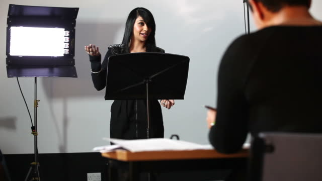 stockvideo's en b-roll-footage met student presentation examination - lessenaar