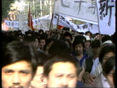 student protests in beijing different angle people gathering with flags / demonstrators along wioth banners / protesters wearing head bands /... - 1989 stock videos & royalty-free footage
