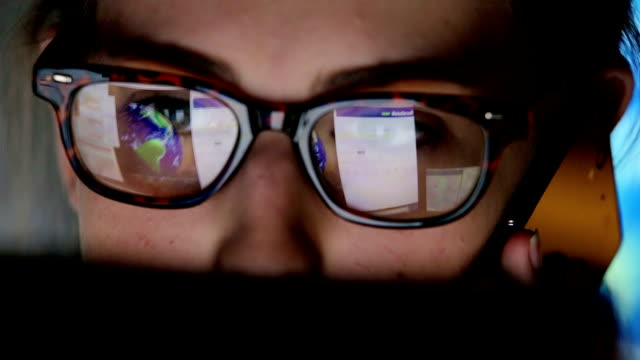 stockvideo's en b-roll-footage met student watching screen, reflection in glasses   bu co ed rs - beveiliging
