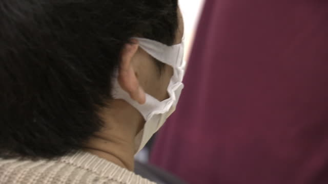 cu, student with surgical mask, tokyo, japan - esame video stock e b–roll
