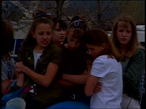 vídeos de stock, filmes e b-roll de students and community members crying at columbine massacre vigil - columbine