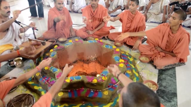 students and gurus from the swaminarayan gurukul vishwavidya pratishthanam school performed hindu prayers for northern indian flash flood victims... - north stock videos & royalty-free footage