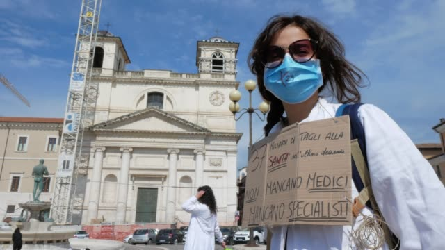 ITA: Students and healthcare professionals protest for the future of the National Health Service