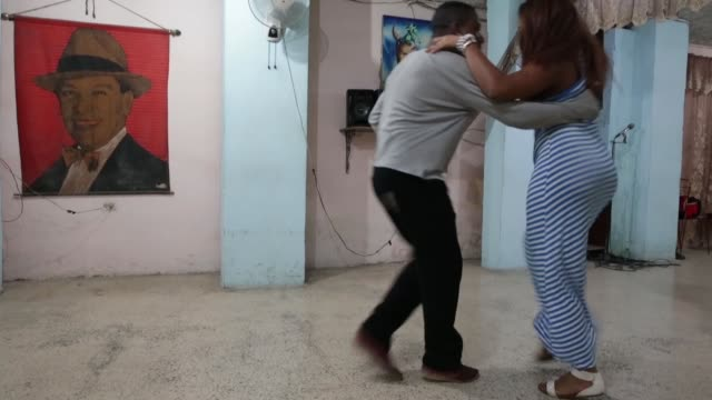 students and instructors at the casa de tango dance with a mix of traditional and contemporary moves in the habana vieja neighborhood january 20 2015... - tango ballo video stock e b–roll