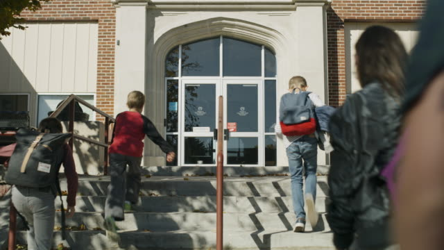 vídeos de stock e filmes b-roll de students arriving at school climbing staircase / provo, utah, united states - edifício escolar
