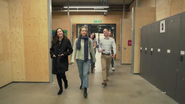 students at university - トルソー点の映像素材/bロール