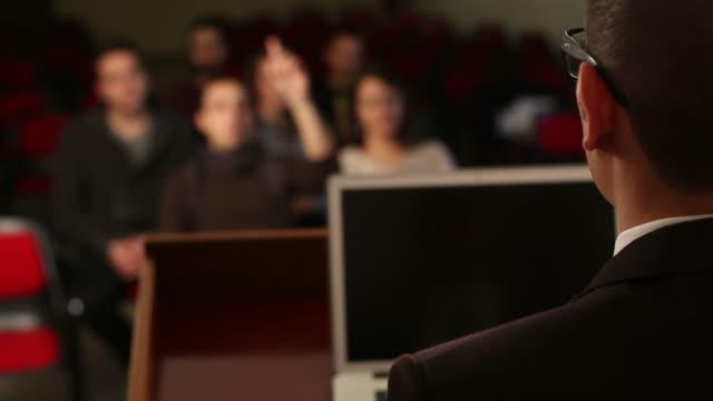 Étudiants participant à une leçon de l'Université