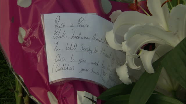 students bartosz bortniczak arpad kore blake cairns joanna goodwin and megan storey died in car crash in doncaster exterior shot of flower tribute... - temporäre gedenkstätte stock-videos und b-roll-filmmaterial