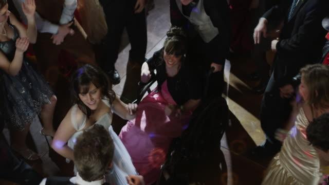 vídeos de stock, filmes e b-roll de ms ha students (10-18) dancing at prom, including girl in wheelchair / cedar hills, utah, usa - cadeira de rodas equipamento ortopédico