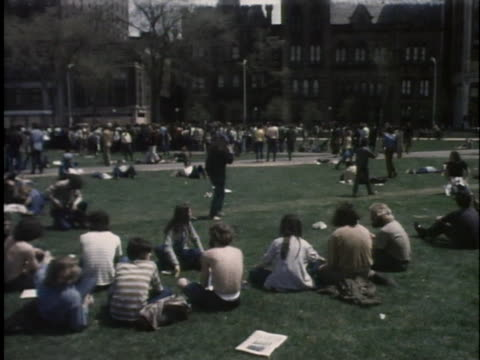 students demonstrate support for the black panthers in new haven. - エール大学点の映像素材/bロール