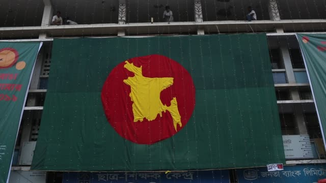 students design a big national flag to hoist ahead of the victory day occasion in the dhaka university area, dhaka, bangladesh. - flag of bangladesh stock videos & royalty-free footage