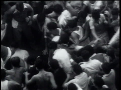 vidéos et rushes de students fighting / student having his shirt ripped off - 1931