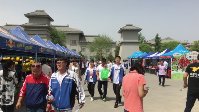 vídeos y material grabado en eventos de stock de students finish their exam, walking out of dunhuang high school. on june 7-8, the college entrance examination are held all over the country. the... - number 9
