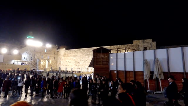 students from an israeli youth group sing in front of the wailing wall. - middle eastern ethnicity stock videos & royalty-free footage