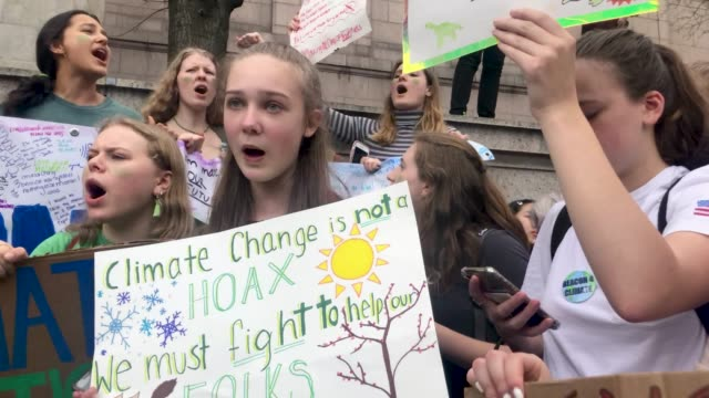 students from around new york gather in front of the museum of natural history to protest the lack of action on global warming and other climate... - klima stock-videos und b-roll-filmmaterial