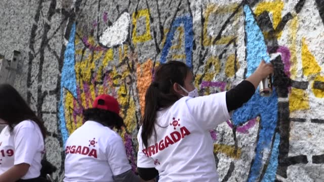 MEX: Artists paint mural in Mexico City to honour nurses fighting Covid-19