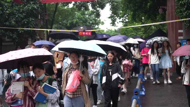 students go out of chongqing no. 18 middle school exam venue on day 3 of the 2021 national college entrance exam on june 9, 2021 in chongqing, china. - 3日目点の映像素材/bロール