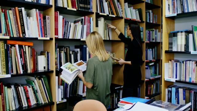 学生に、ライブラリー - 試験点の映像素材/bロール
