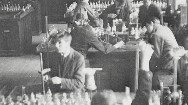 1925 montage students in chemistry classroom and students in biology classroom at secondary school / newcastle upon tyne, england, united kingdom - 化学点の映像素材/bロール