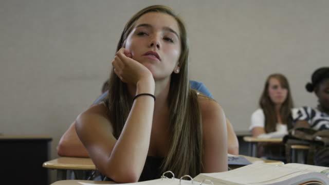 vídeos y material grabado en eventos de stock de ms pan students in classroom / spanish fork city, utah, usa - estudiante de bachillerato chica