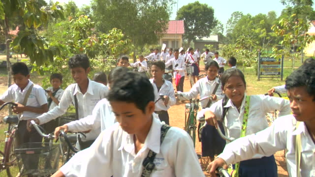 ZI Students leaving school for lunch in rural Siem Reap / Cambodia