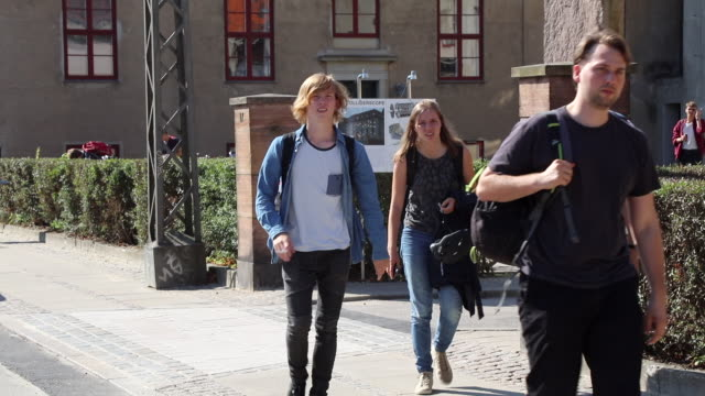 students leaving the campus for the day for years niels bohr worked in humble conditions at the university of copenhagen but in 1921 he got his very... - kopenhagen stock-videos und b-roll-filmmaterial