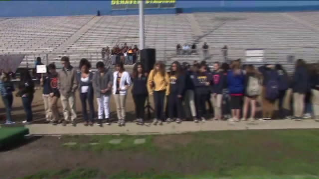 ktla students line up at millikan high school for walkout in support of stronger gun control laws - protesta contro la violenza armata video stock e b–roll