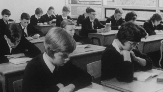 stockvideo's en b-roll-footage met 1962 montage students listening to audio during class at holland park school / kensington, london, england - middelbare scholiere