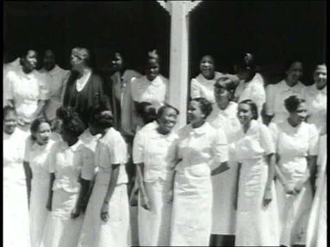 1939 montage students outside school / lowndes county, alabama, united states - 分校点の映像素材/bロール