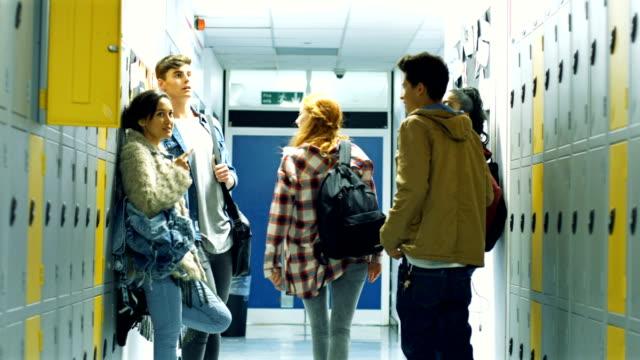 vídeos y material grabado en eventos de stock de students standing by lockers - camisa a cuadros