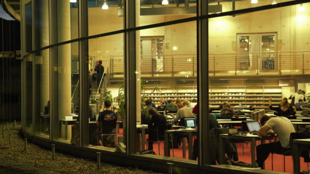 stockvideo's en b-roll-footage met students studying in the library at night - school building