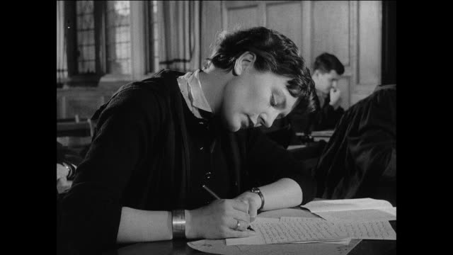 vidéos et rushes de montage students take exams at oxford university / oxford, england - professor