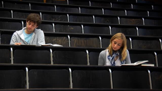 stockvideo's en b-roll-footage met students (hd 1080) - exam