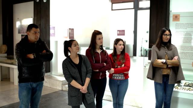 Les étudiants visitent le Musée