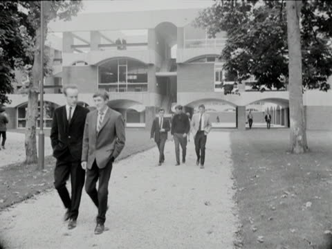Students walk through the grounds of Sussex University