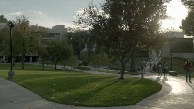 WS Students walking around on campus / Santa Clarita, California, United States