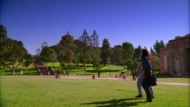 ws, pan, students walking on campus, university of california, los angeles, california, usa - ucla点の映像素材/bロール