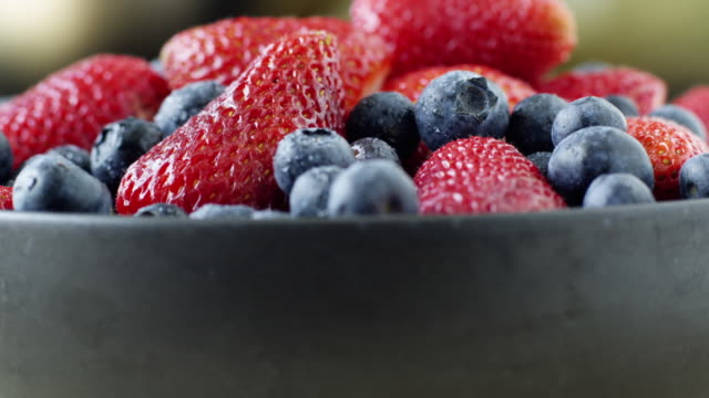cu tu studio shot of bowl of blueberries and strawberries - fruit bowl stock videos & royalty-free footage