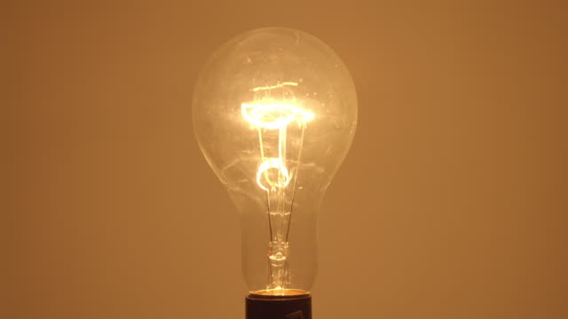 stockvideo's en b-roll-footage met cu studio shot of clear incandescent light bulb - electric lamp