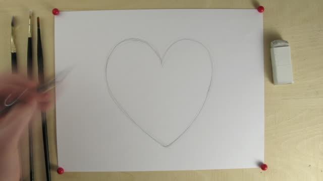 vídeos y material grabado en eventos de stock de t/l cu zi studio shot of hands painting red heart - a la izquierda de