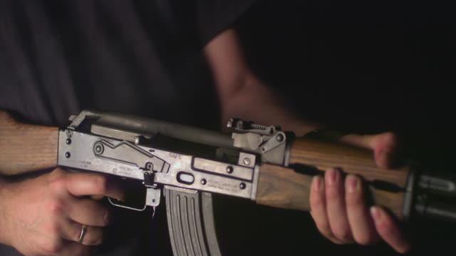 slo mo, cu, studio shot of man firing kalashnikov's automatic rifle, mid section, new york state, usa - made in the usa kort fras bildbanksvideor och videomaterial från bakom kulisserna