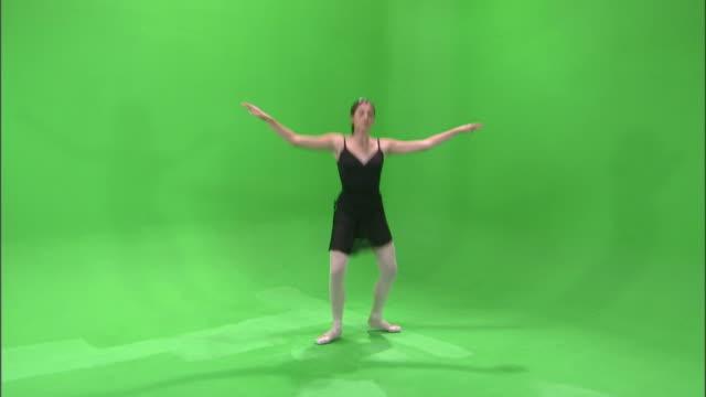 ws studio shot of teenage (16-17) ballerina dancing / orem, utah, usa - 女性ダンサー点の映像素材/bロール