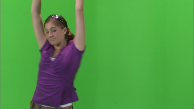 ms studio shot of teenage (16-17) girl in purple shirt dancing / orem, utah, usa - korta ärmar bildbanksvideor och videomaterial från bakom kulisserna