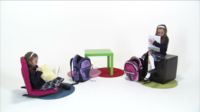 vídeos y material grabado en eventos de stock de cs ws studio shot of twin sisters (8-9) doing homework, packing backpacks and leaving / orem, utah, usa - cinta de cabeza