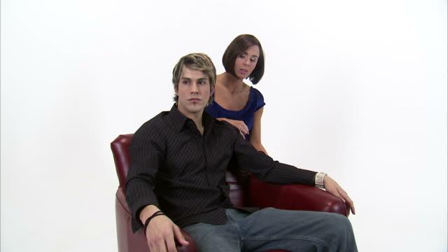 vidéos et rushes de ms zi cu studio shot of unhappy young couple / orem, utah, usa - innocence